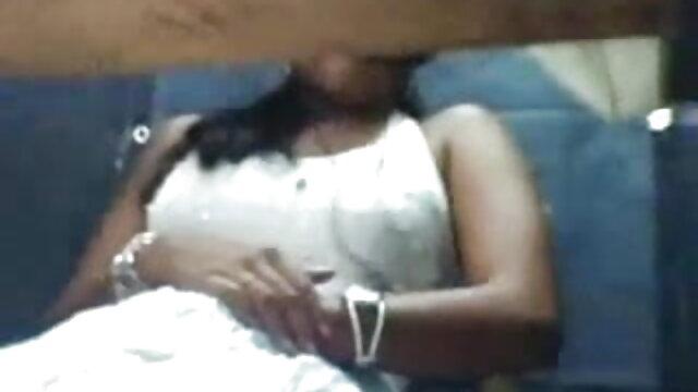 एक मालिश के साथ सीमा को जगाया और हिन्दी सेक्सी मूवी एक ग्राहक को गड़बड़ किया
