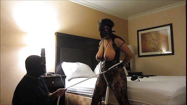 सफेद हिंदी सेक्सी मूवी वीडियो में स्तन के बीच काला मुर्गा
