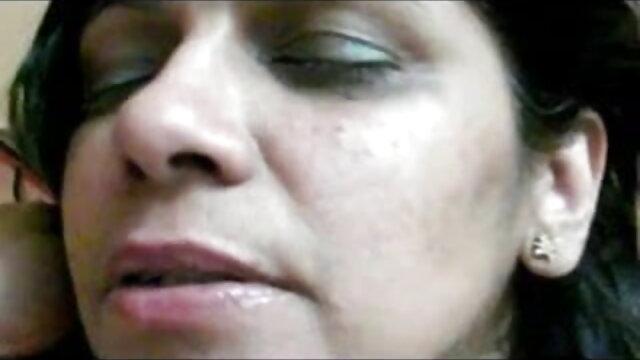मुँह में वीडियो मूवी सेक्सी दो लंड