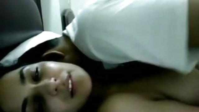 रूसी पुरुषों ने खुशी से एक सेक्सी वीडियो हिंदी मूवी जवान लड़की को गड़बड़ कर दिया