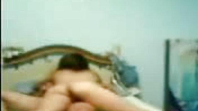 काम के फिल्म सेक्सी मूवी बाद पत्नी ने शावर में चूत को सहलाया