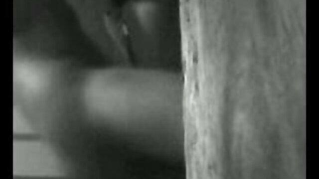 एबोनी डॉर्क की चूत सेक्सी हिंदी मूवी वीडियो में और गांड दोनों में चिक होती है
