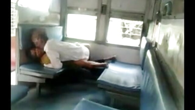 दो अश्वेतों ने एक सफेद फुल हिंदी सेक्सी मूवी लड़की की चूत और गुदा को फाड़ दिया