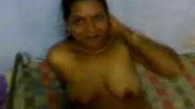 श्यामला गर्म प्रेमिका को चोदने के लिए सेक्सी मूवी वीडियो में सेक्सी लाई