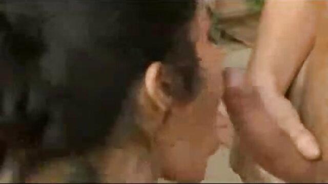 सक्रिय पुरुष लंबी लाठी के सेक्सी फिल्म मूवी साथ काली महिला को पाउंड करते हैं