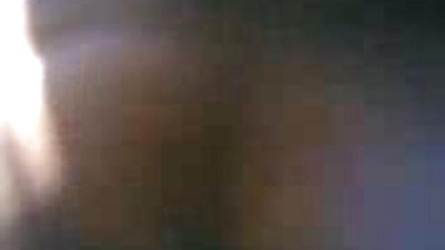 वर्जिन निपल ने खुद को अपने प्रेमी सेक्स करने वाली मूवी को बिस्तर पर दे दिया