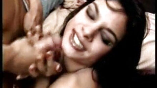 एक सार्वजनिक गली पर गंदा गुदा प्रियंका की सेक्सी मूवी