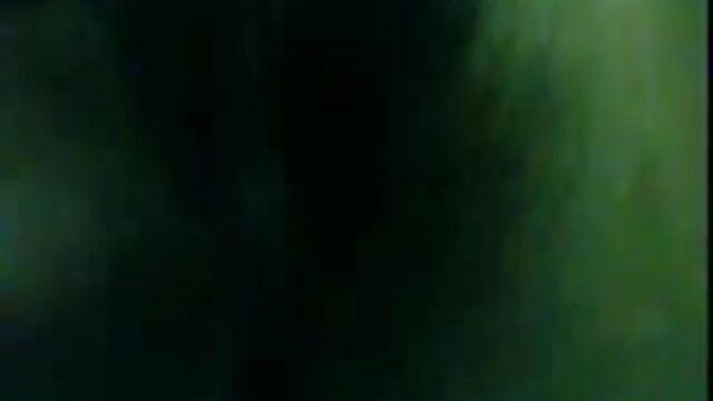 एक बड़े छात्र का डिक युवा फुल हिंदी सेक्सी मूवी लड़की के छेद के माध्यम से चला गया