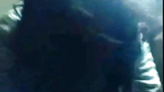 प्यारा गोरा ट्रिपल सेक्सी मूवी उसके तंग गुदा छेद में एक डिक मिला