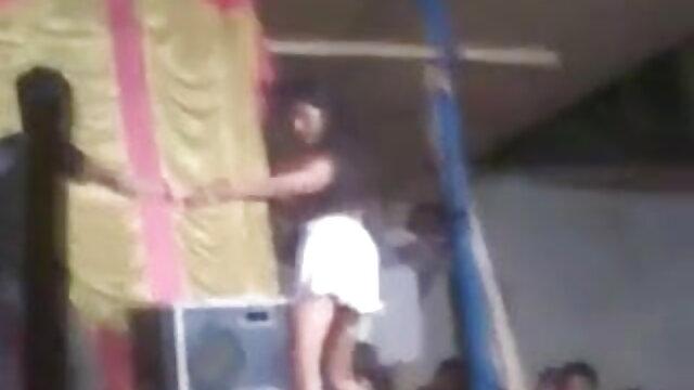 एक उमस भरी महिला श्रीदेवी सेक्सी मूवी ने खुद को एक क्रूर अपराधी को दिया