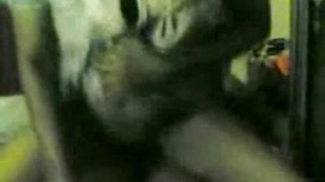 एक पार्किंग सेक्सी वीडियो सेक्सी वीडियो मूवी के पीछे एक फूहड़ गड़बड़