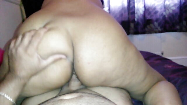 तीन मोज़ा में एक हिंदी सेक्सी मूवी सेक्सी श्यामला गड़बड़