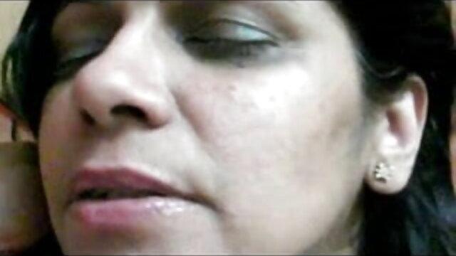 रसदार शरारत एक आदमी वीडियो मूवी सेक्सी के सामने दूसरे को दे दी