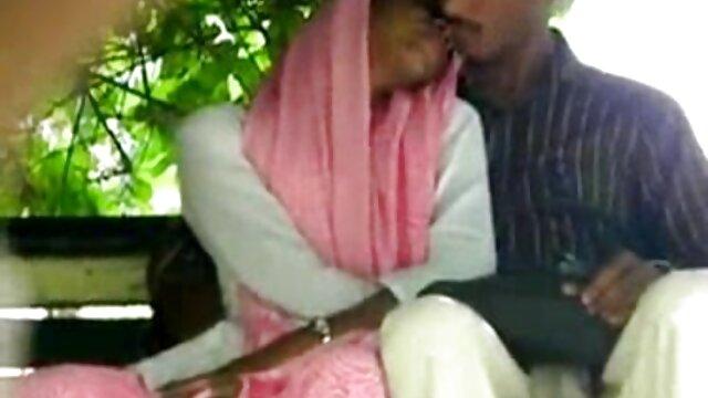 वह 50 साल के मूवी सेक्सी हिंदी बच्चों को चोदना पसंद करता है