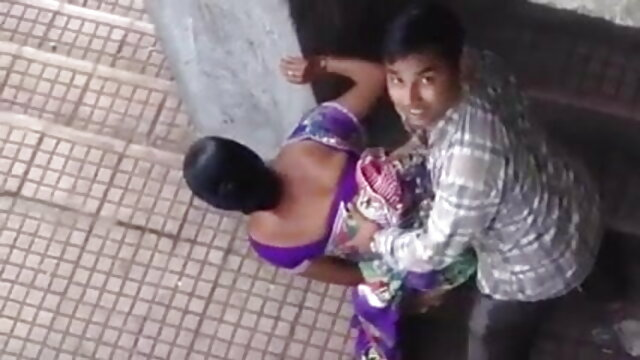 बेवकूफ प्रियंका की सेक्सी मूवी छात्र को सेक्स की सजा