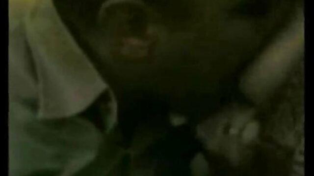 मस्कुलर बॉयफ्रेंड प्रेमिका को एक शक्तिशाली संभोग सुख में सेक्सी मूवी वीडियो में लाता है