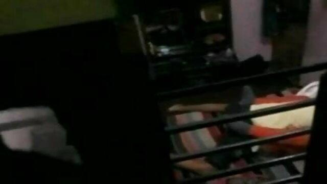 सोफे पर रूसी मूवी सेक्सी फिल्म युगल घर का बना अश्लील