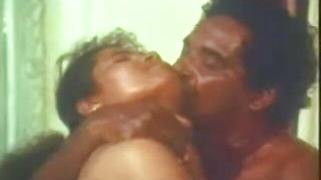 डॉक्टर मेज हिंदी सेक्सी मूवी 2 पर रसदार रोगी को चोदता है