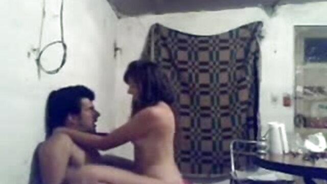 बड़े स्तन के साथ कास्टिंग सुंदरता खुद को हिंदी सेक्सी वीडियो फुल मूवी पोर्न में आज़माती है