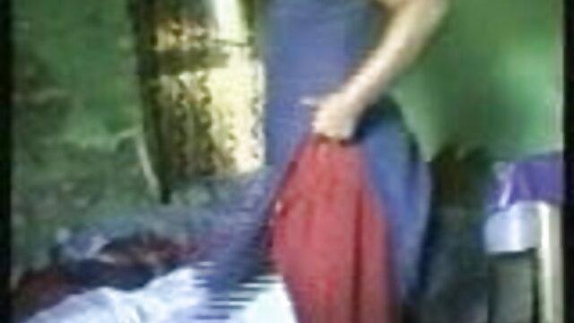 दो फूहड़ लड़कियों को एक आदमी के साथ मज़ा आता है हिंदी मूवी फिल्म सेक्सी