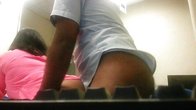 रात को उठा हिंदी की सेक्सी मूवी और गांड में चुदाई की