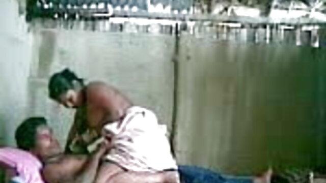 मोज़ा में एक लड़की इंग्लिश मूवी सेक्सी वीडियो के साथ कमबख्त अंतरजातीय गधा